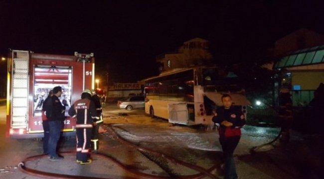 Düzce'de halk otobüsü yandı