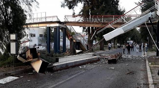 İzmir Bornova'da metro hattının üzerindeki üst geçit, vincin çarpması sonucu çöktü. Olayda ölen ya da yaralanan olmadı.