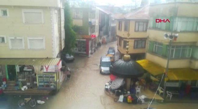 Afyonkarahisar Şiddetli Yağış, Semt Pazarındaki Tezgahları Dağıttı