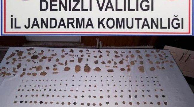 Evinde 422 Parça Tarihi Eser Ele Geçirildi