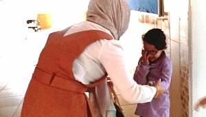 Veda Eden Öğretmenine Sarılıp Ağladı