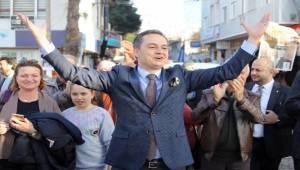 İzmirli gazeteci Gökmen Ulu da memleketi Dikili'den belediye başkanı aday adayı oldu.