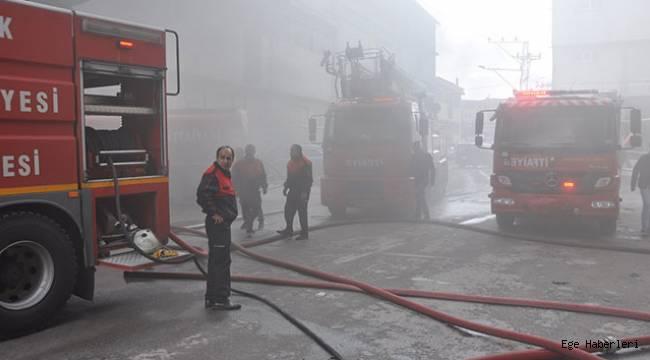 Uşak'ta bir tekstil firmasına ait fabrikada yangın çıktı.