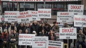 İzmir Büyükşehir Belediyesi tarafından mağdur edildiklerini söyleyen Balçovalılar, Ankara'da protesto gösterisi düzenledi.