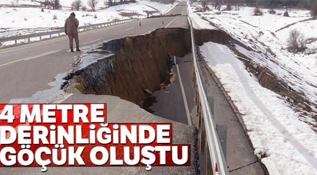 Kütahya'da Emet-Tavşanlı yolu çöktü! 4 metre derinliğinde göçük oluştu