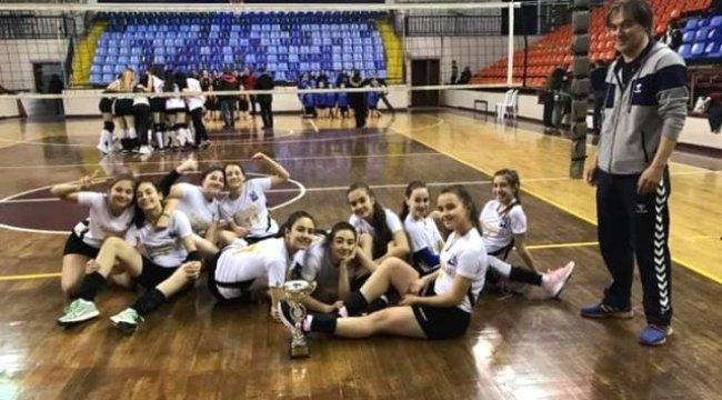 Küçük Kızlar Voleybol Takımı, İl Şampiyonu Oldu