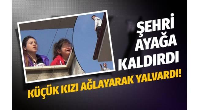DENİZLİ'de eşini ve çocuklarını evine görmeye gelen cezaevi firarisi, polis ekiplerinin gelmesi üzerine çatıya çıkarak kaçmaya çalıştı.