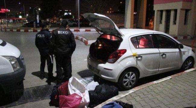 İzmir'in Konak ilçesinde, Otomobile Seyir Halindeyken Ateş Açıldı: 1 Yaralı