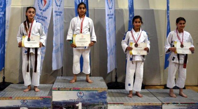 Manisa Büyükşehir'in Judocuları Isparta'da Madalyaları Silip Süpürdü