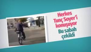 İzmir Büyükşehir Belediye Başkanı Tunç Soyer, ''makam bisikletiyle'' işe giderken görüntülendi