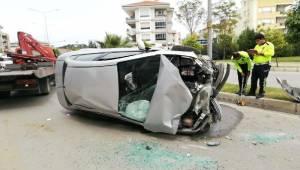 İZMİR'in Tire ilçesinde, Ağaca Çarpıp, Takla Atan Otomobilin Sürücüsü Yaralandı