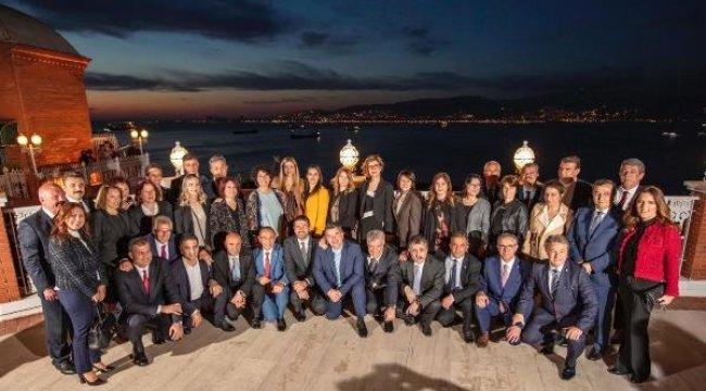 İzmir'in Yeni Belediye Başkanları Seçim Sonrası İlk Kez Bir Araya Geldi