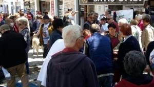Yenifoça'da Elektrik Kesintisi Protestosu