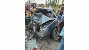 Afyonkarahisar'ın İhsaniye ilçesinde iki aracın kafa kafaya çarpıştığı trafik kazasında 4 kişi yaralandı.