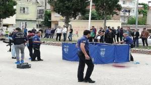 Aydın'ın Efeler ilçesinde evlenme teklifini kabul etmeyen kadını başından pompalı tüfekle vurarak öldüren, ardından kendisini de vuran evli adam, hastanede hayatını kaybetti.