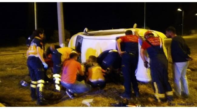 Denizli'nin Çivril ilçesinde otomobil kiralayan üniversite öğrencileri, tır ile çarpıştı.