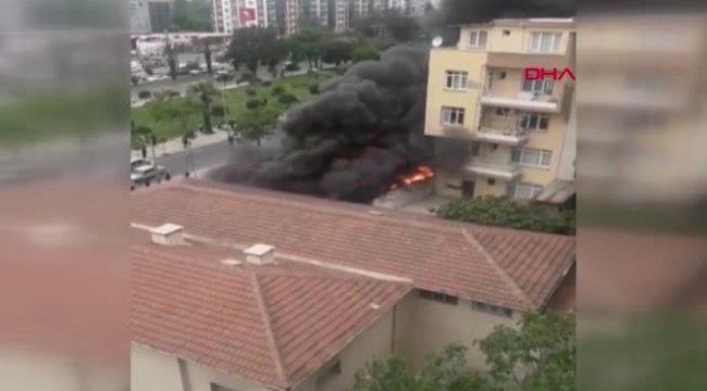 İzmir'de Motosiklet Satılan İşyerinde Yangın Çıktı-2