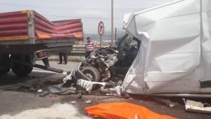 İzmir'deki zincirleme kazada feci ölüm!