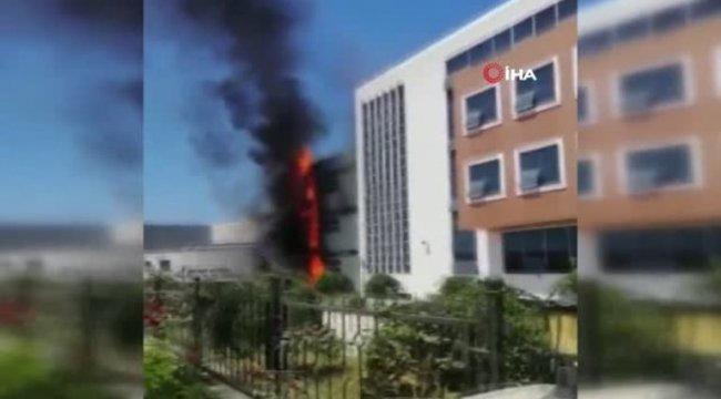 İzmir'in Aliağa ilçesinde Okulda çıkan yangın söndürüldü