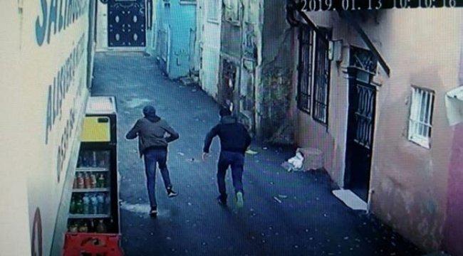İzmir'in Konak ilçesinde Kapkaç anı kamerada!