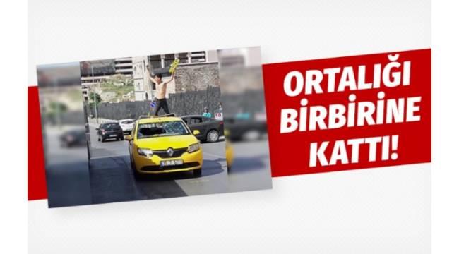 İZMİR'in Konak ilçesinde, uyuşturucunun etkisinde olduğu iddia edilen bir genç bir taksiye ve kendisine zarar verdi.
