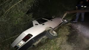 Kuşadası'nda kullandığı otomobille yol kenarındaki kanala uçan bir sürücü, kaza yaptığı otomobili olay yerinde bırakarak kaçtı.