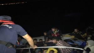 Muğla'nın Bodrum ilçesinden yasa dışı yollarla Yunan adalarına kaçmak isteyen 40 kaçak göçmen sahil güvenlik ekiplerince yakalandı.