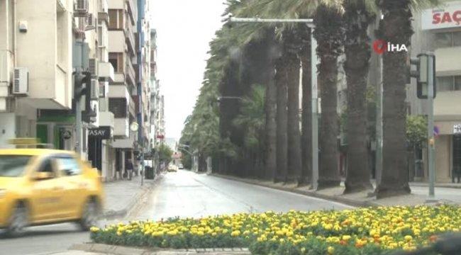 Bayram tatiliyle İzmir'de sokaklar bomboş kaldı