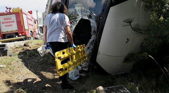 Denizli'de, öğretmenleri taşıyan midibüs devrildi: 17 yaralı