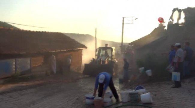 Domaniç'te korkutan samanlık yangını