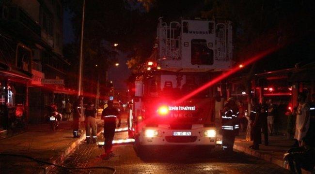 İzmir'de apartmanda çıkan yangın paniğe neden oldu