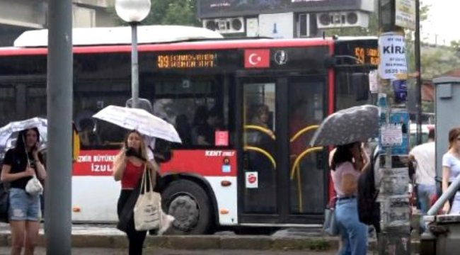 İzmir'de bölgesel sağanak yaşamı olumsuz etkiledi