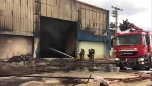 İzmir'de geri dönüşüm fabrikası yandı