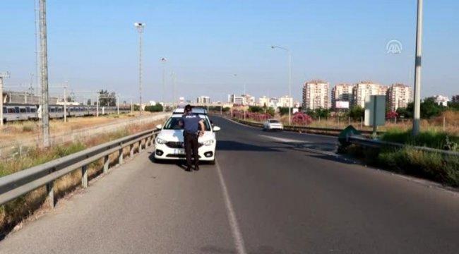 İzmir'in Çiğli ilçesinde bir kişi otomobilde ölü bulundu.