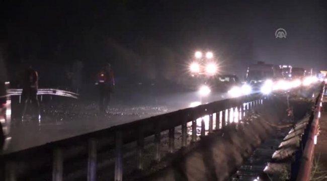 İzmir-Manisa kara yolu heyelan nedeniyle kapandı