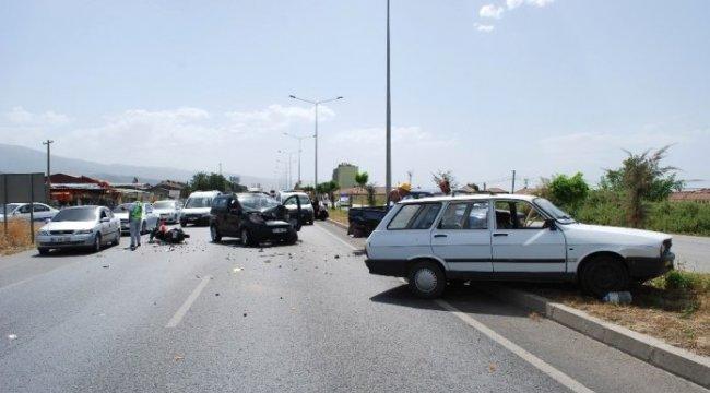 Manisa'da 5 araçlı zincirleme kaza: 1 ağır yaralı