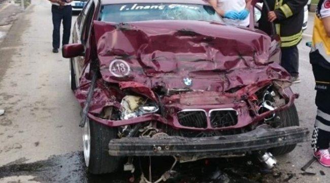 Manisa'da Sürücü sıkıştığı yerden yaralı olarak çıkarıldı