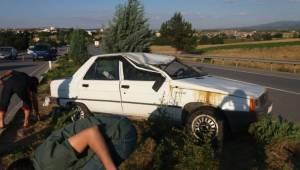 Uşak'ta otomobil ile tır çarpıştı: 4 yaralı