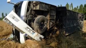 Afyonkarahisar'ın Çay ilçesinde kontrolden çıkan yolcu otobüsü şarampole devrildi: 7 yaralı