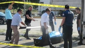 Afyonkarahisar'ın Sandıklı ilçesinde gazete dağıtıcısı aracında ölü bulundu