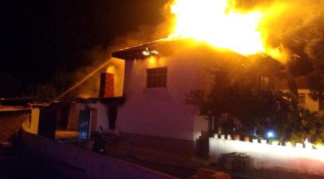 DENİZLİ'nin Bozkurt ilçesinde, evlerindeki yangında dumandan etkilenen yaşlı çift öldü