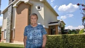 İzmir'de, FETÖ ile korkutulan yaşlı kadın 5 milyon liralık villasını sattı