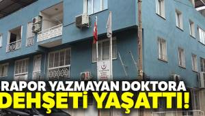 İzmir'in Bayraklı ilçesinde bir vatandaş, rapor yazmayan doktora dehşeti yaşattı