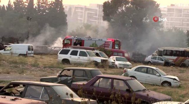 İzmir'in Bornova ilçesinde yeddiemin deposunda çıkan yangında araçlar kül oldu