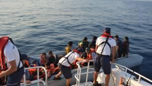 Kuşadası Körfezi'nde 77 kaçak göçmen yakalandı