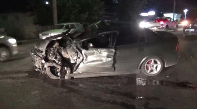 KÜTAHYA Kazada hurdaya dönen araçlardan yaralı çıktılar