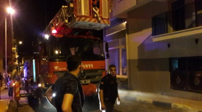 Manisa'nın Alaşehir ilçesinde patlayan klima evde yangın çıkardı: 3 yaralı