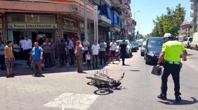 Manisa'nın Kula ilçesinde motosiklet otomobille çarpıştı: 1 yaralı