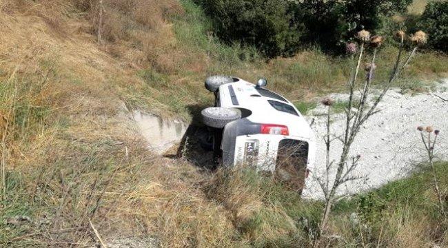 Manisa'nın Selendi ilçesinde, hafif ticari araç 30 metrelik şarampole uçtu: 4 yaralı