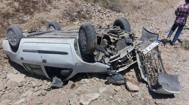 Manisa'nın Yunusemre ilçesinde takla atarak ters dönen otomobilin sürücüsü yaralandı.